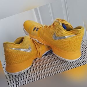 Kyrie Azurie Elizabeth Nike Basketball Shoes